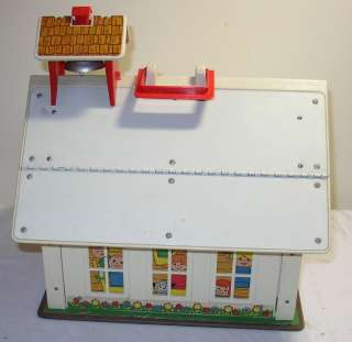 Old Vintage Fisher Price Play Family School House w/5 Wooden Little