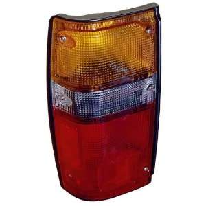 TOYOTA PICK UP 2/4WD 84 88/4RUNR 84 89 TAIL LIGHT LEFT