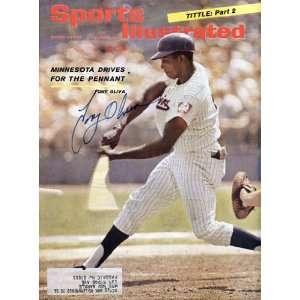 Tony Oliva Autographed Sports Illustrated   August 23, 1965