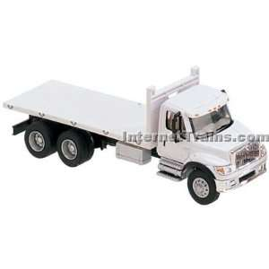 HO Scale International 7000 3 Axle Flatbed Truck   White Toys & Games