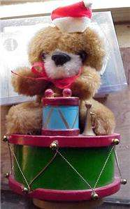 CHRISTMAS TEDDY BEAR SITTING ON DRUM MUSIC BOX   PLAYS LET IT SNOW